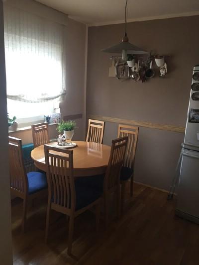 Prodajem namješten stan