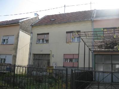 Katnica s dva odvojena stana, Osijek