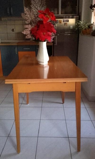 Kuhinjski stol na razvlačenje