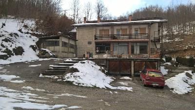 Kuća sa poslovno-stambenim prostorom