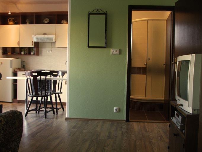 vodice-apartman novouređen sa klimom za 2+3+4+5 osoba izdajem