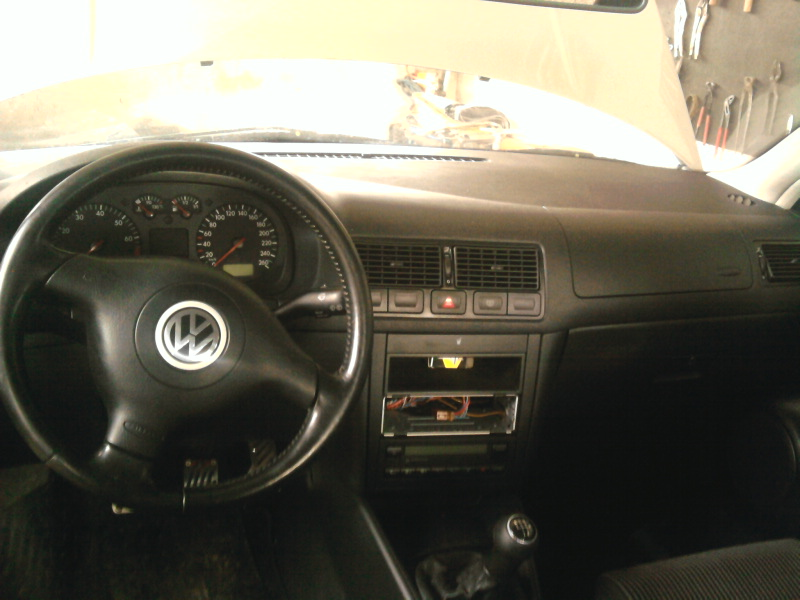 oglasi, VW GOLF 1,6 16V 2001 g.