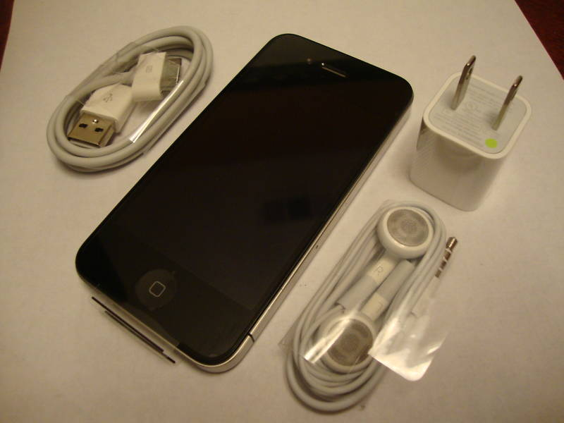 novi / otklju�an Iphone 4 32gb 300eurosTelefoni